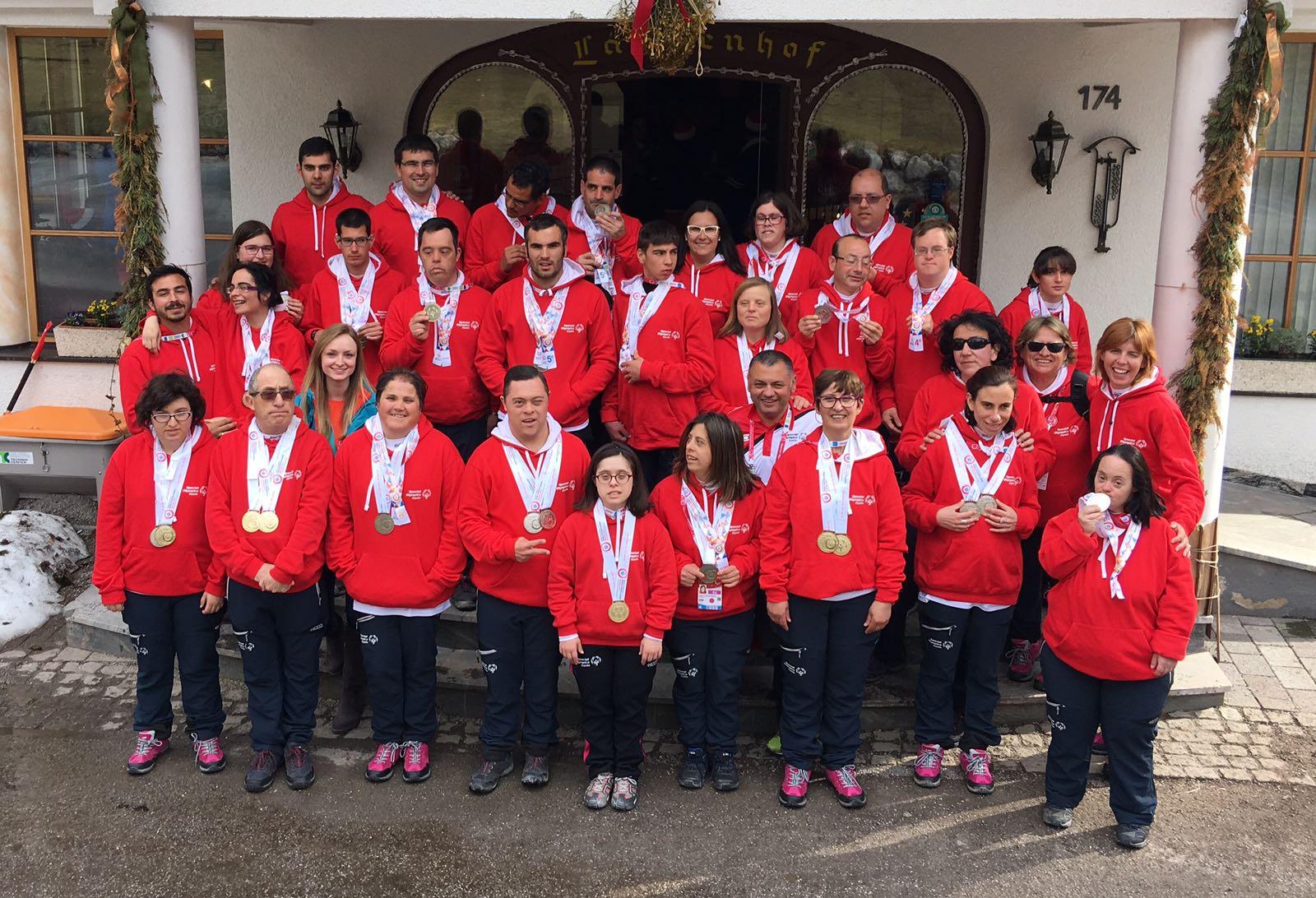 Delegación española con sus medallas